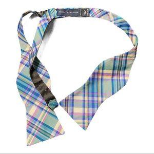 Tommy Hilfiger 100% silk bow tie